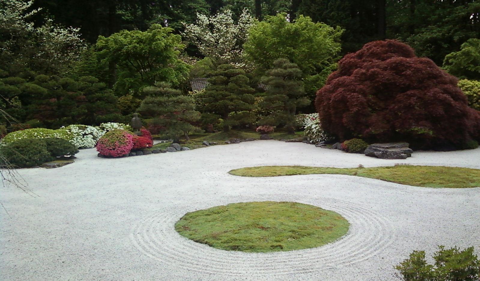 Japanese garden in the rain conscious engagement for Japanese sand garden