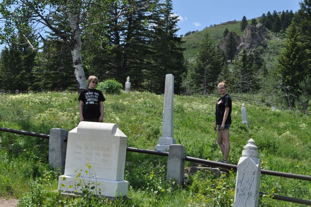 Diego and Tara finding interesting headstones.