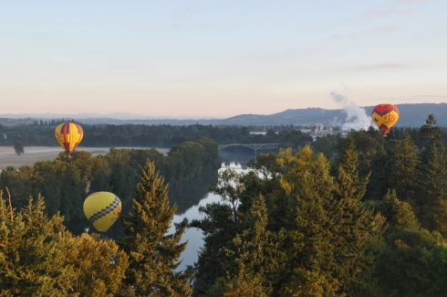 Some of the other travelers with us, floating above the Willamette River