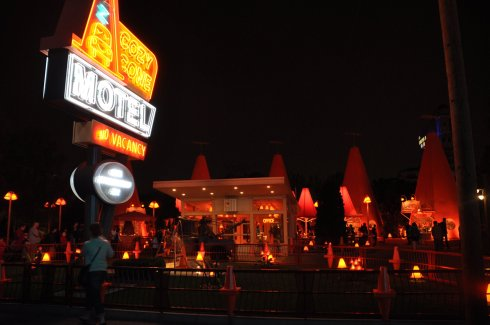 Cozy Cone motel hosts a cafe. You can see the shadow of Mater there in front of the office.