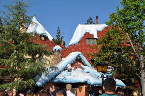 Let Olaf assure you: Disneyland is in the snow, for certain.