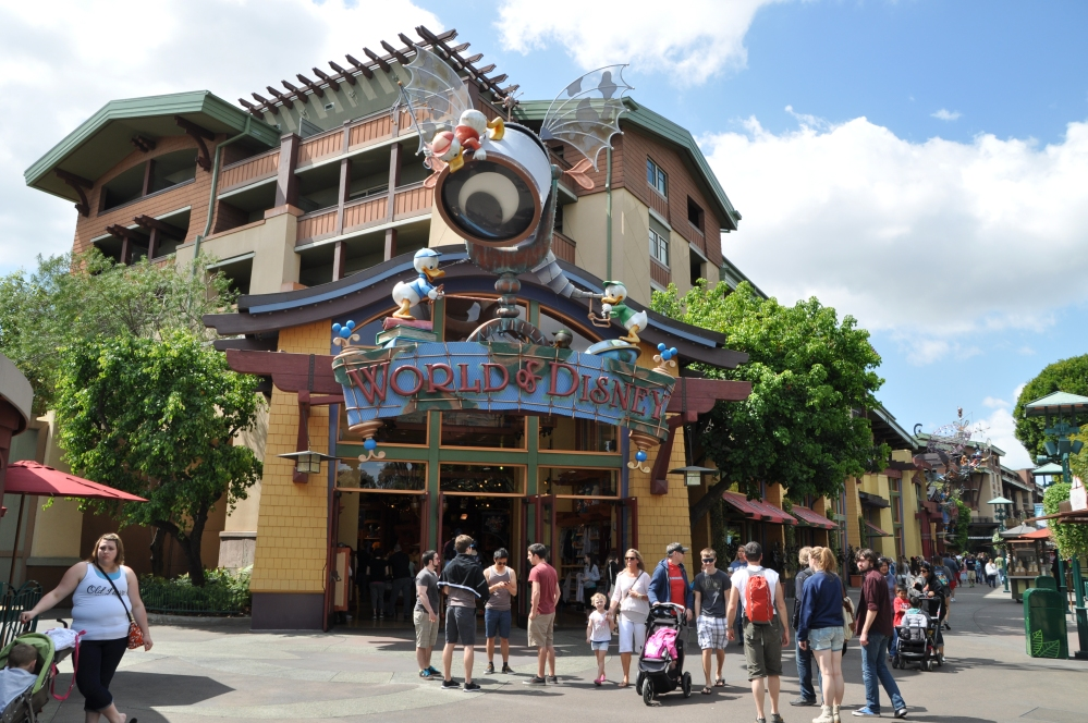 Downtown Disney was a completely fun and unexpected outdoor mall. Entertaining and Disney-themed.