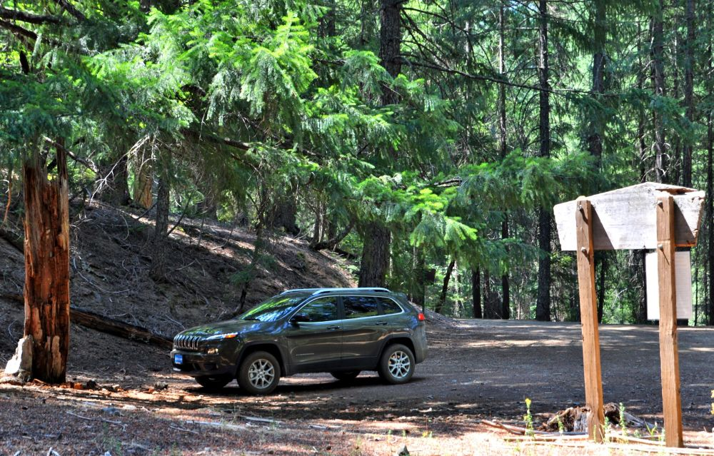 Lonely Dragon Wagon 2 at the trailhead.