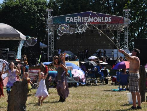 People spend hours at Faerieworlds just entertaining others.