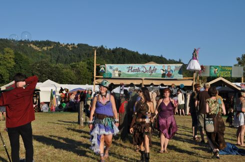 Bubbles, beaming smiles, and beauty spreads across the faery fields of Oregon.