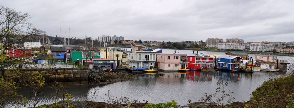 Here's another look at all the house boats at Fisherman's Wharf.