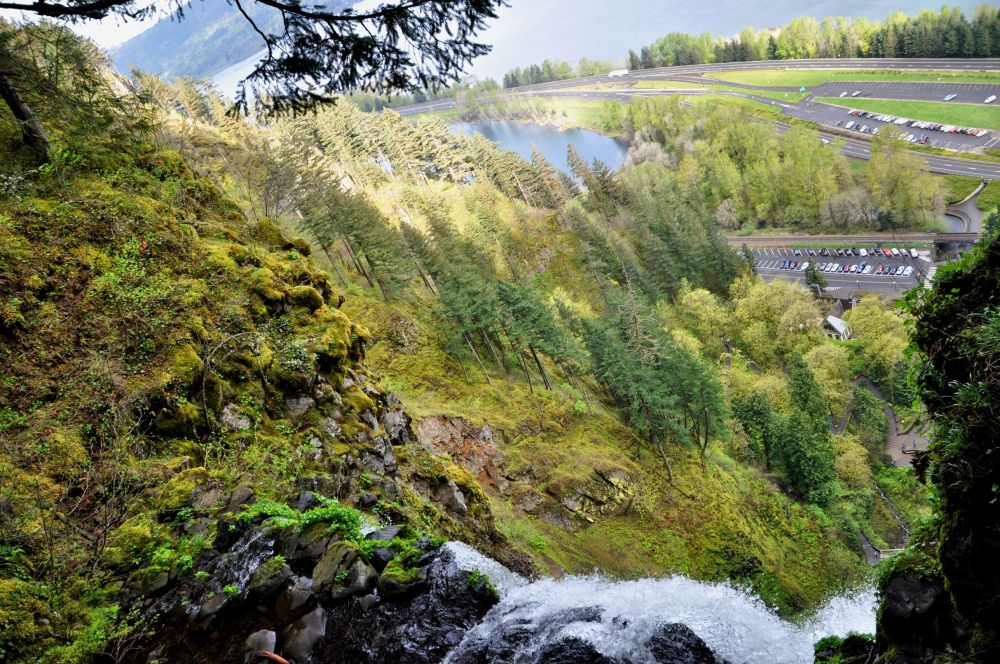 Looking over the edge of Multnomah Falls, down to the parking lot and I-5 below. Doesn't this perspective mess with your equilibrium?