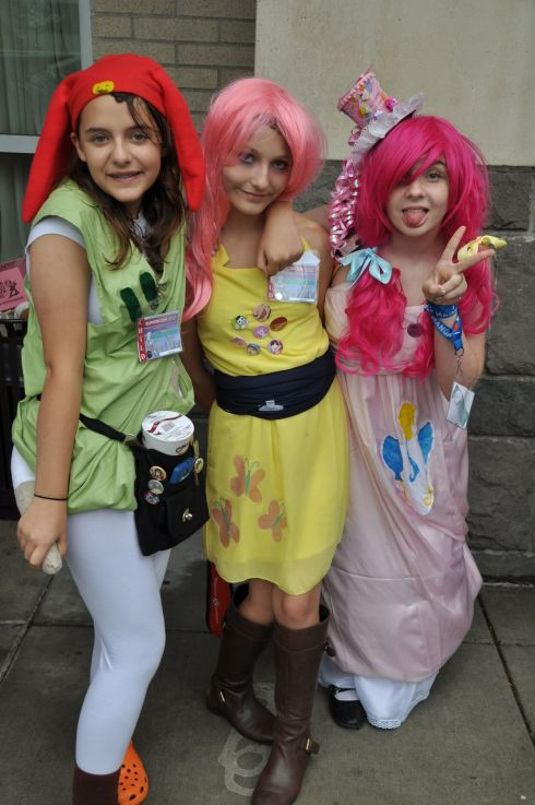 These girls exemplify Kumoricon for me and I just love this photo. Pink hair, attitude, and most of all: FUN!