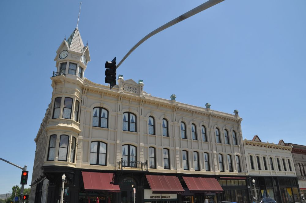 Grand Geiser Hotel in Baker City, Oregon