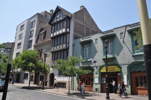 We find a surprising amount of Tudor architecture here, and the same in Vina del Mar.