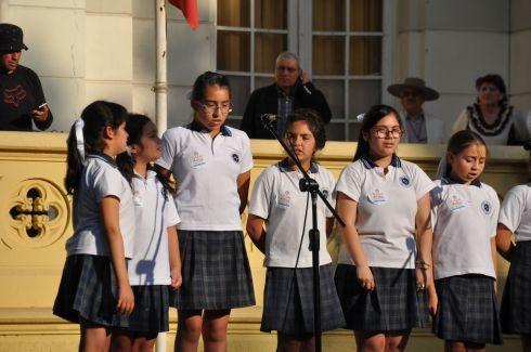 Schoolkids singing