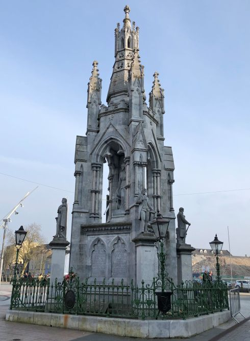 Monument to Irish independence.